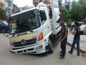 SJL: camión provoca forado en avenida Las flores
