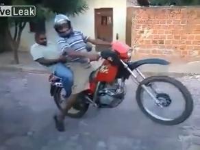 YouTube: esto puede suceder si manejas una moto en estado de ebriedad