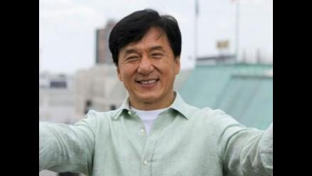 Jackie Chan dice que su hijo mejoró en prisión y bromea con su vuelta