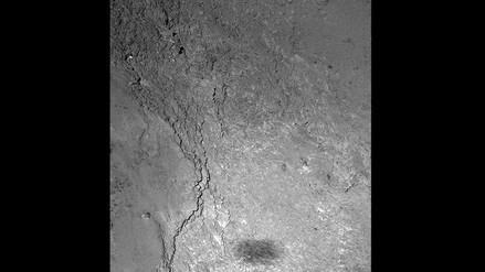 La nave Rosetta envía una foto de su propia sombra sobre el cometa 67P