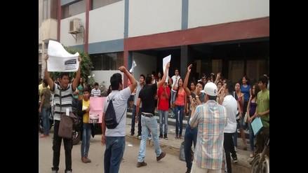 Apurímac: alumnos y profesores mantienen tomado local universitario