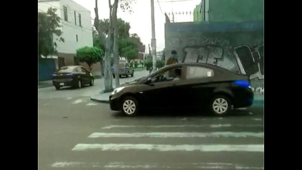 Peatones perjudicados por choferes que no respetan luz roja de semáforo
