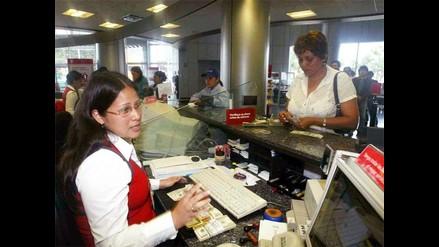 Brecha salarial entre hombres y mujeres disminuye a 15% en sector público