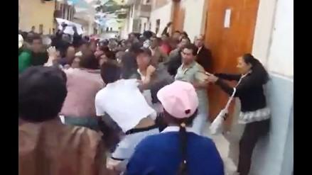 Cajamarca: detractores y opositores de alcalde se lían a golpes