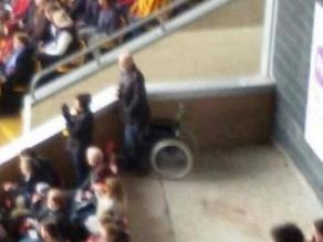 Copa FA: Hincha fingió ser discapacitado para tener mejor lugar en partido