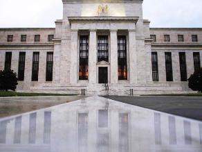 Fed despeja aún más el camino para alza de tasas de interés en EEUU