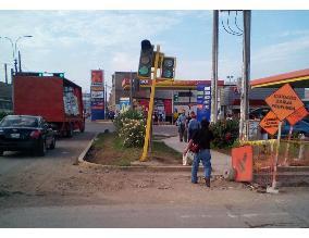 Semáforo afectado por accidente vehicular en el Cercado
