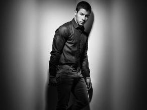 Nick Jonas estrenó un sexy videoclip