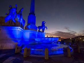 Día Mundial del Autismo: monumentos se tiñen de azul en Roma, Italia