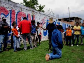Cajamarca: sujeto es castigado por su padre luego de robar autopartes