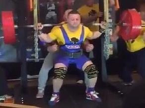 Levantador de pesas Tommy Dolan se fractura piernas al levantar 280 kilos