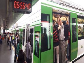 Hacinamiento en vagones del tren eléctrico