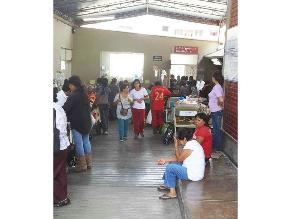 Pacientes esperan atención en zona inadecuada de nosocomio