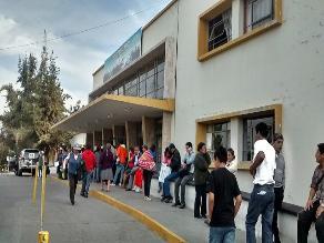 Trabajadores del hospital Honorio Delgado acatarán paro indefinido