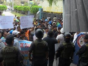 Chiclayo: arrojan monedas en Poder Judicial para graficar