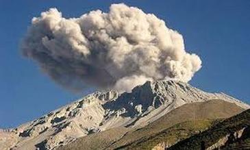 Moquegua: alerta en centros de salud por erupción del volcán Ubinas