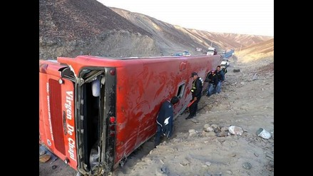 Ocho muertos y 20 heridos deja despiste y vuelco de bus en Ica