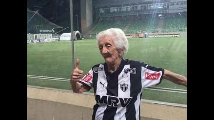 Atlético Mineiro: Conoce a Ana Oliveira, su fanática de 94 años
