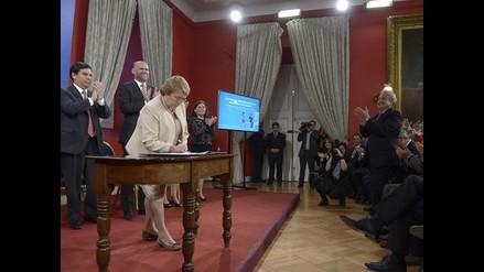 Chile: escándalos políticos ponen en zozobra a gobierno de Michelle Bachelet