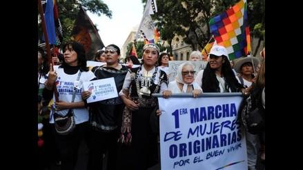 Cientos de argentinos marcharon para pedir respeto a mujeres indígenas