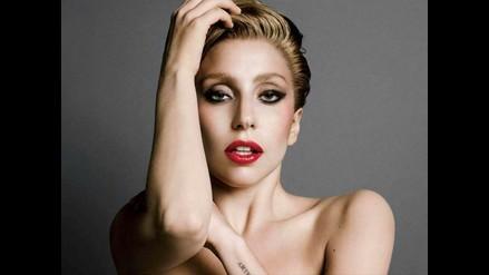 Instagram: Lady Gaga hizo topless para presentar a su mascota