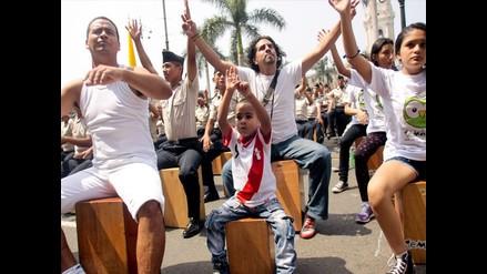 Más de 2400 cajoneros peruanos esperan batir Récord Guiness