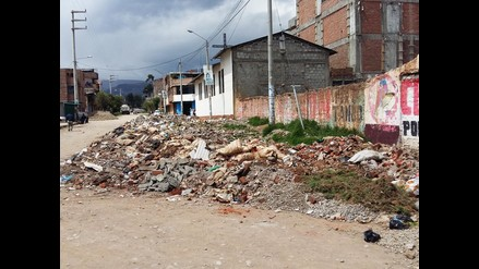 Huancayo: pobladores molestos por desmonte arrojado al lado de iglesia