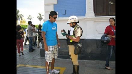 Puno: chofer comete infracción y agrede a policía femenina