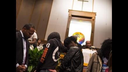 Miles asistieron al funeral de afroamericano muerto tras ser detenido