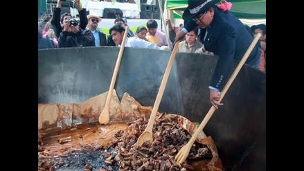 Chicharrón de alpaca más grande del mundo se degustó en Huancavelica