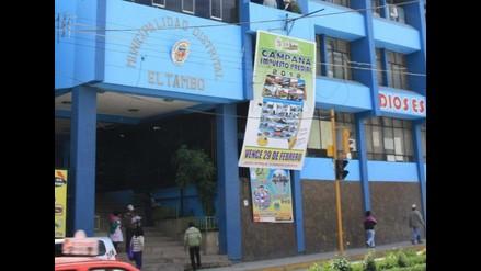 Trabajadores municipales de El Tambo exigen incremento de sueldos