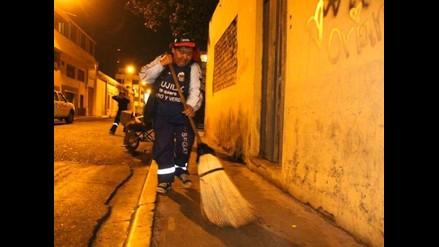 Iquitos: realizan baldeo de zona afectada por olores nauseabundos