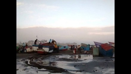 Lambayeque: fuertes oleajes arrasan y causan daños a embarcaciones