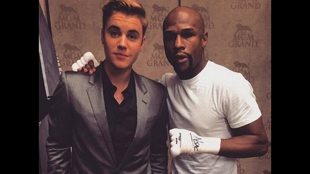 Mayweather vs. Pacquiao: Justin Bieber salió al ring junto a 'Money'