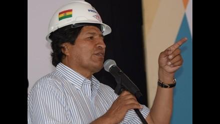 Evo Morales izó la bandera marítima de Bolivia en La Paz