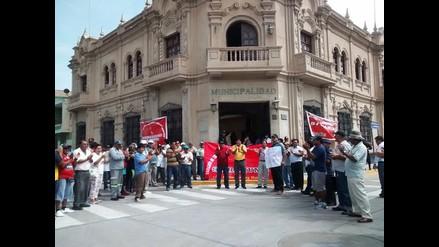Trabajadores del municipio de Lambayeque paralizan labores