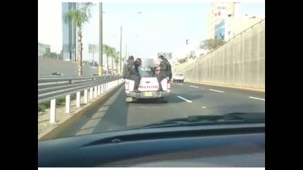 WhatsApp: Camioneta policial transita inadecuadamente por Vía Expresa