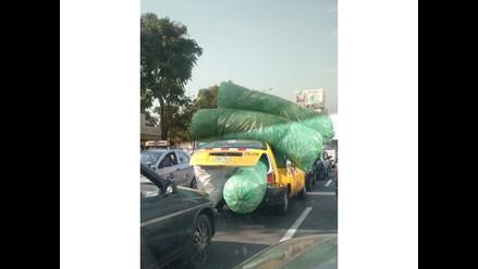 WhatsApp: Taxi con enorme carga transita libremente en Trujillo