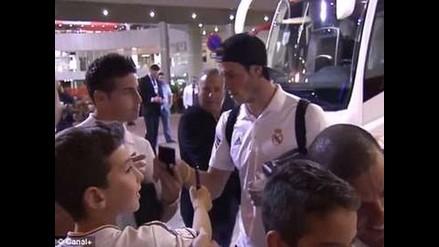 Real Madrid: Hincha usa a Gareth Bale para fotografiarse con James Rodríguez