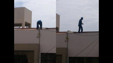 WhatsApp: trabajador arriesga su vida desde azotea de edificio en Trujillo