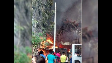 Un incendio afecta a tres viviendas en Villa El Salvador
