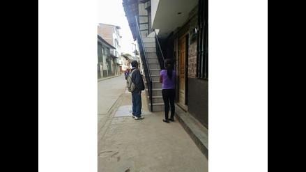 WhatsApp: escalera invade vereda e impide libre tránsito en Cajamarca