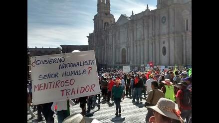Manifestantes toman Plaza de Armas de Arequipa
