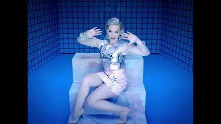 ¿Hilary Duff le hace publicidad a Tinder en nuevo videoclip?
