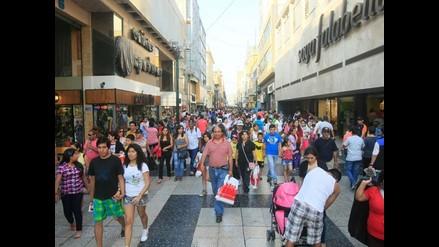 Más de la mitad de peruanos considera que da lo mejor, según encuesta