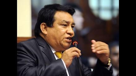 Acusan a legislador José Luna de contratar a 3 trabajadores