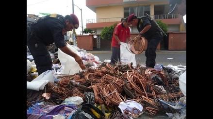 Tumbes: policía captura a integrantes de una banda de roba cables