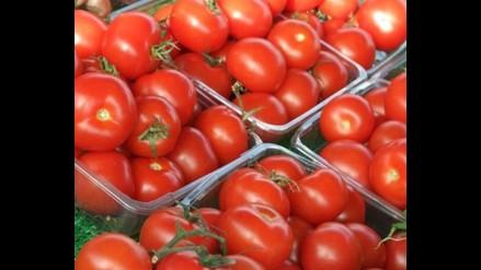 Lograr crear plásticos biodegradables a partir de la piel del tomate