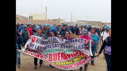 Huaral: mineros marchan hacia Lima por la Panamericana Norte