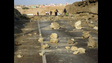 Marcona: mineros acatan segundo día de huelga con bloqueo de vía